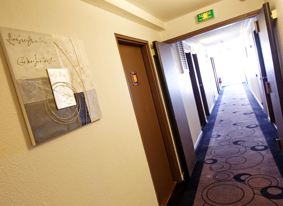 hotel-kyriad-rouen-centre-ville-chambre-confort-restaurant-salon-seminaire-14-couloir-960x700