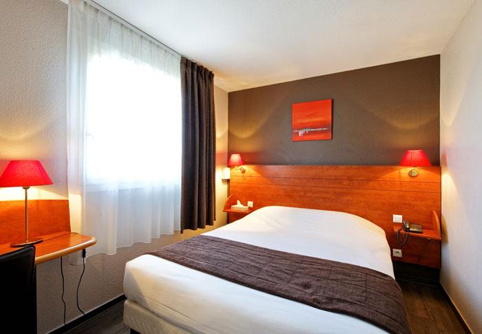 hotel-kyriad-rouen-centre-ville-chambre-confort-restaurant-salon-seminaire-15-chambre-double-grand-lit-700x485