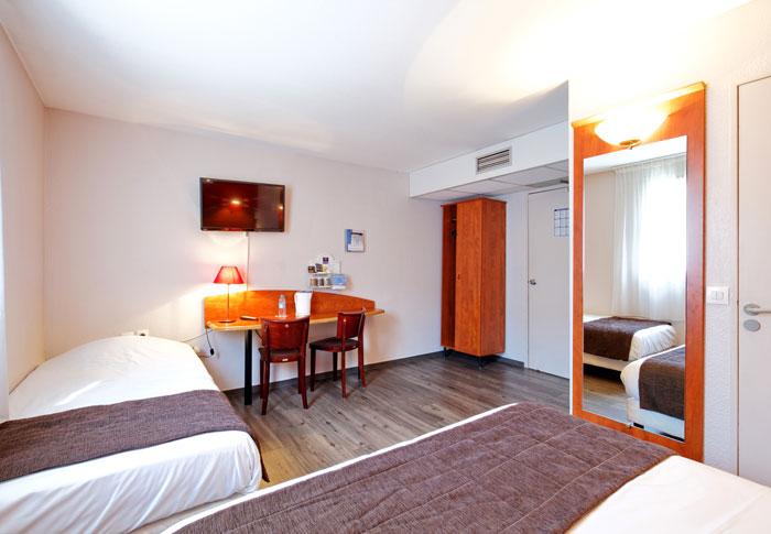 hotel-kyriad-rouen-centre-ville-chambre-confort-restaurant-salon-seminaire-18-chambre-mobilite-reduite-700x485